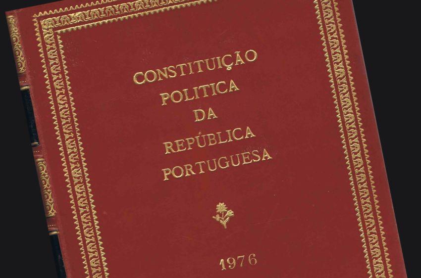 Resultado de imagem para Constituição portuguesa de 1976